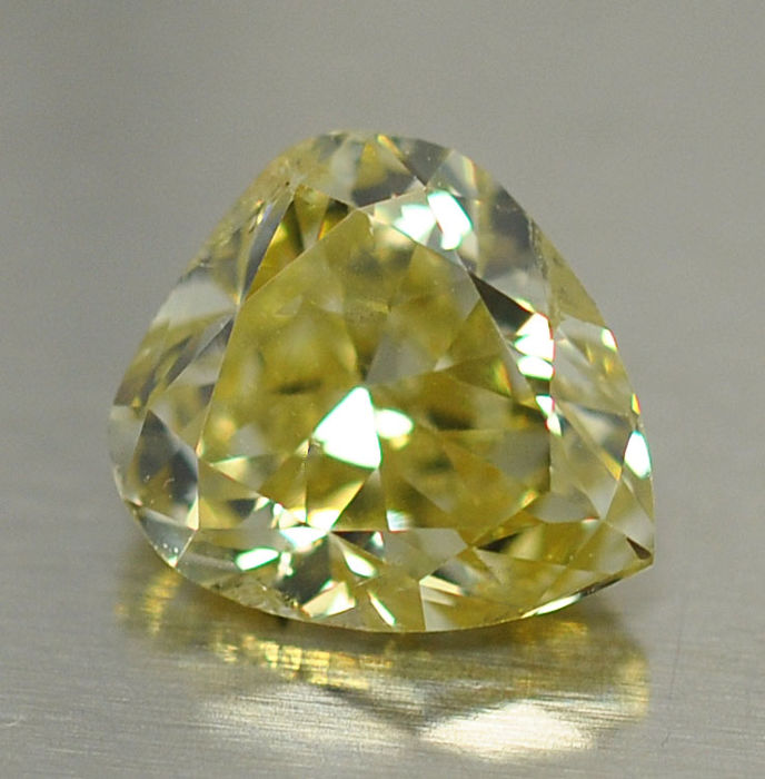 1 Diamant - 0.69 ct - Birne - Natural Fancy Hellgelb - SI2