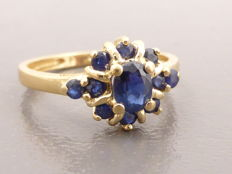 14 kt gold ring set with 11 sapphires - approx. 0.80 ct in total - no reserve price
