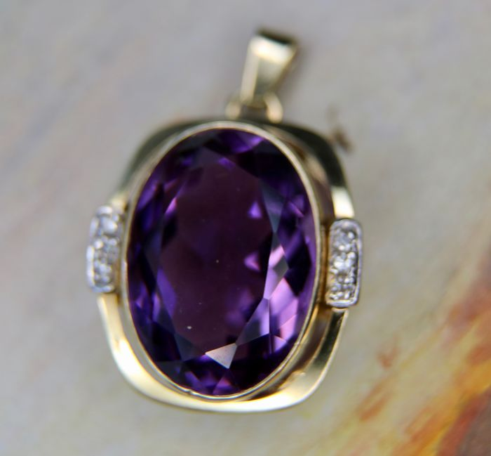 handcrafted + old cut diamonds, Pendant - Gold - Natural (untreated) - Amethyst and Diamond