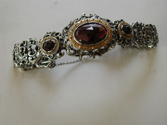 Antique silver bracelet with Bohemian garnets