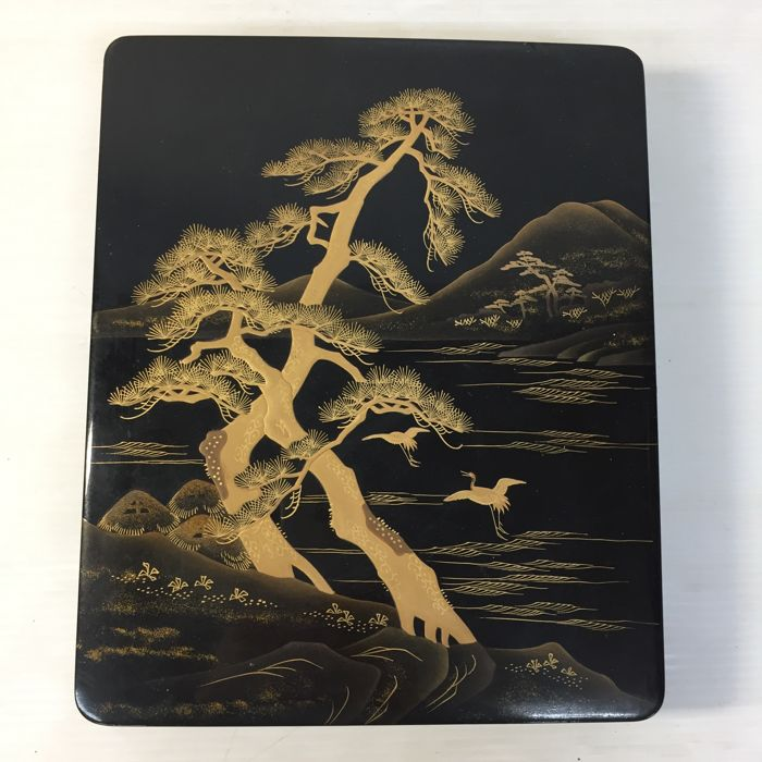 Lacquered suzuribako (writing box) with makie design of pine tree and crane - Japan - Mid 20th century