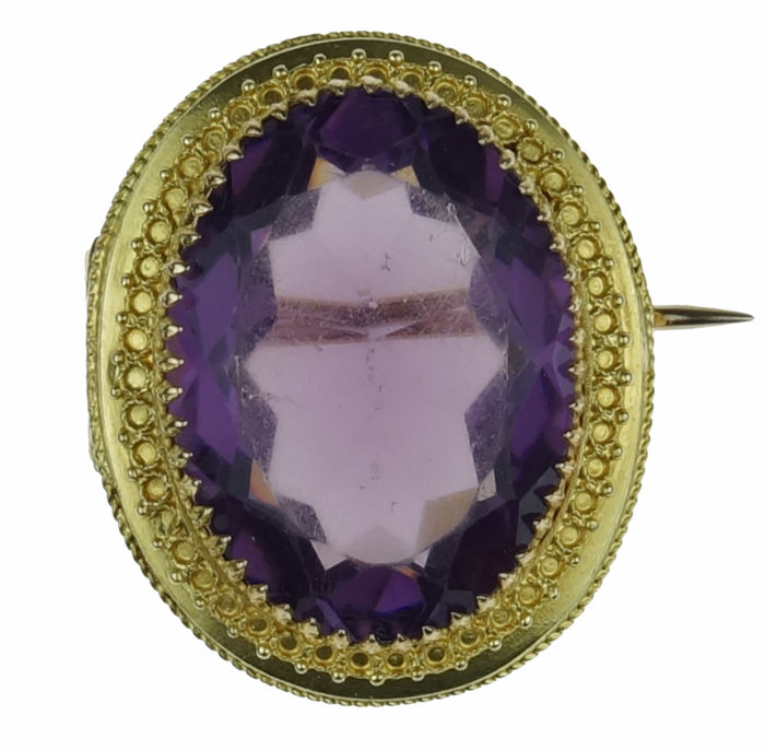 Antique 14 kt gold brooch with a large amethyst in a beautiful setting