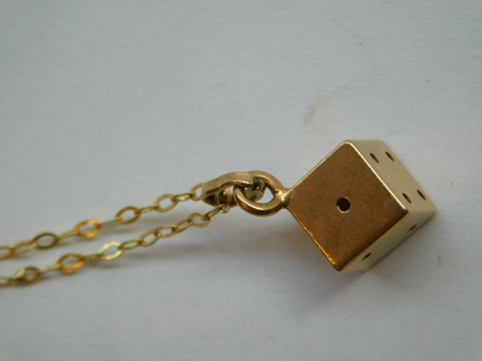 Yellow gold necklace and pendant (18 kt), 3 g, 52 cm
