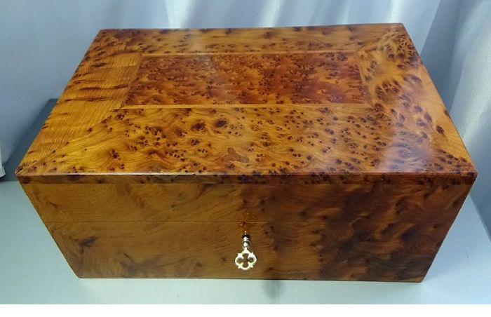Mahogany lacquered large box made by hand