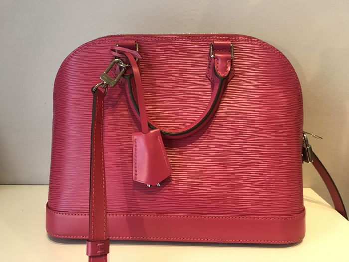 553cfcec4ec6 Louis Vuitton - Fuchsia Epi Leather Alma PM Crossbody bag - Catawiki