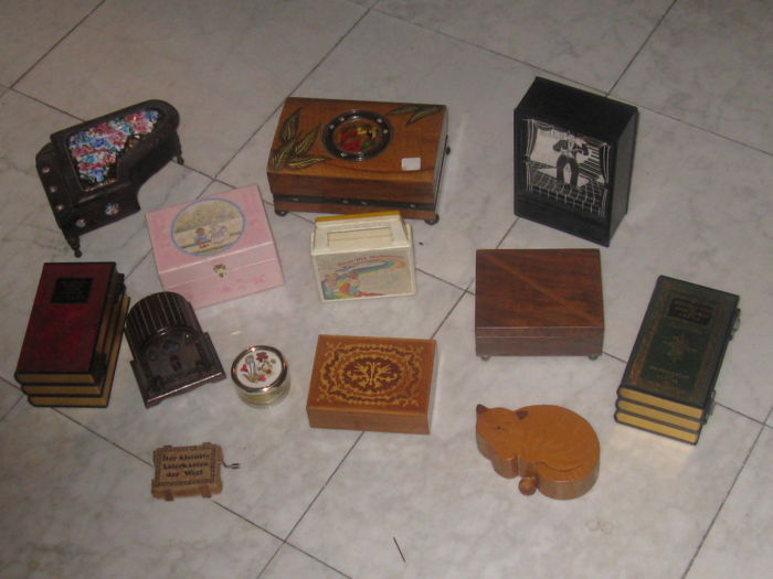 13 music boxes - 13 - wood - metal and resin