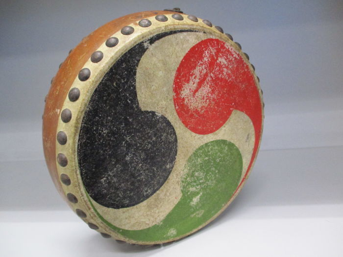 Hiradaiko 平太鼓 traditional taiko drum with tomoe crest - Japan - First half of the 20th century