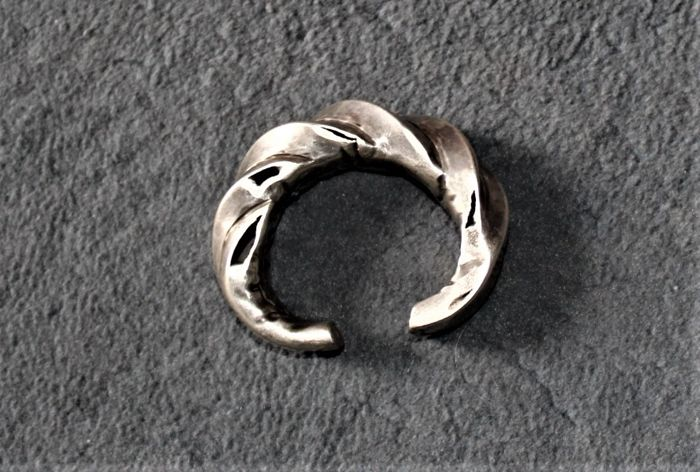 Old hollow silver bracelet from Akha ethnic group - Burma - First half of the 20th century