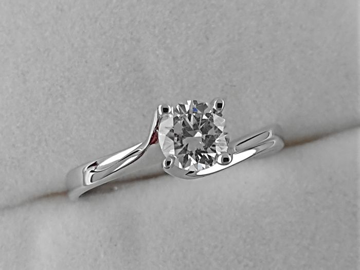 0.53 carat Round treated Diamond Solitaire Engagement Ring - No Reserve