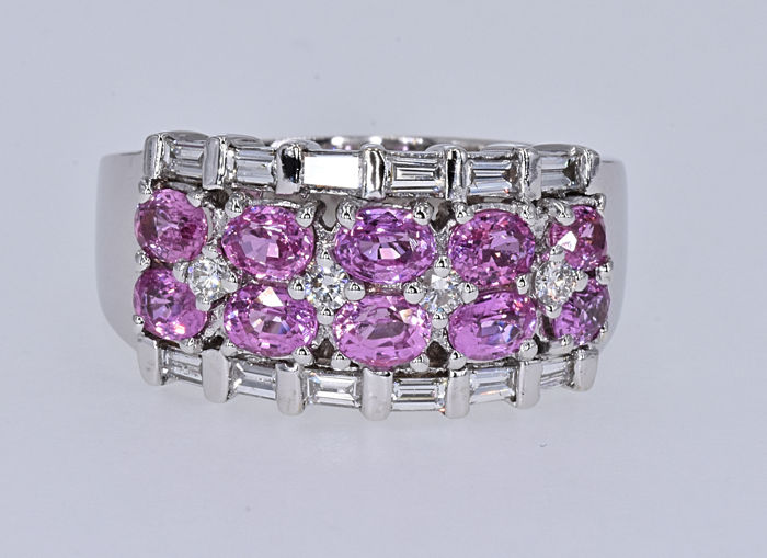 2.84 Ct Tourmaline with Diamonds ring. 14kt white gold, size 21 adjustable. No reserve price.
