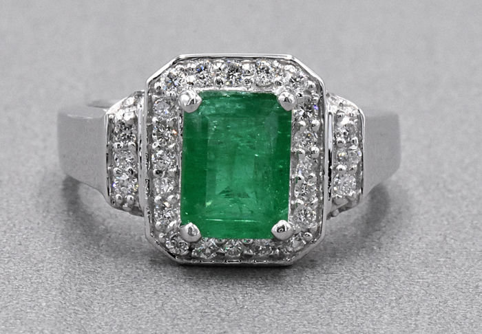2.62 Ct Emerald with Diamonds ring . 18kt white gold, size 14 adjustable. No reserve price.