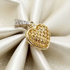 Heart shaped pendant in 18 kt yellow and white gold with brilliant cut diamonds, colour G/VS, total weight 0.03 ct, length 2.00 cm, total weight 1.73 g