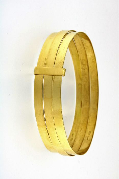 Rigid bracelet with 3 x 18 kt (750/1000) yellow gold bands joined together - weight: 24 g - Diameter: 6.4 cm, width of single bracelet: 0.45 cm, total width: 1.35 cm