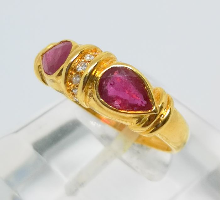 18 kt. Yellow gold - Ring - 1.60 ct rubis and 0.14 ct diamonds