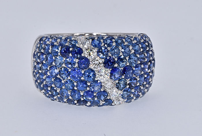 5.60 Ct Sapphires with Diamonds ring . 18kt white gold, size 17 adjustable. No reserve price.