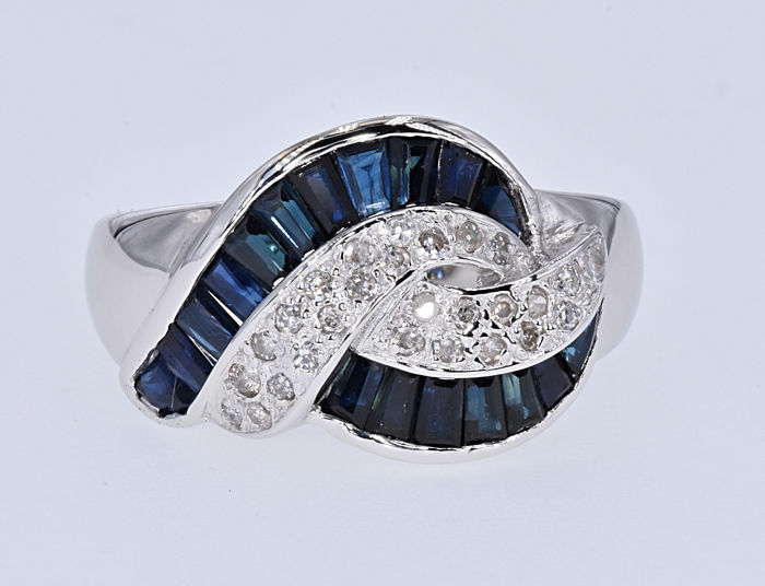 2.88 Ct Sapphires with Diamonds ring. 14kt white gold, size 20 adjustable. No reserve price.