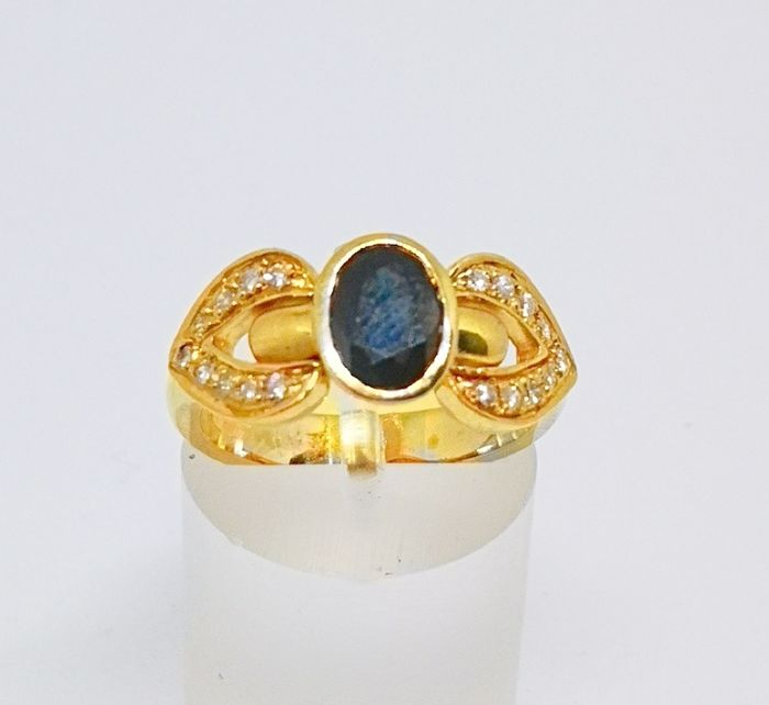 18 quilates Oro - Anillo central sapphire and diamonds