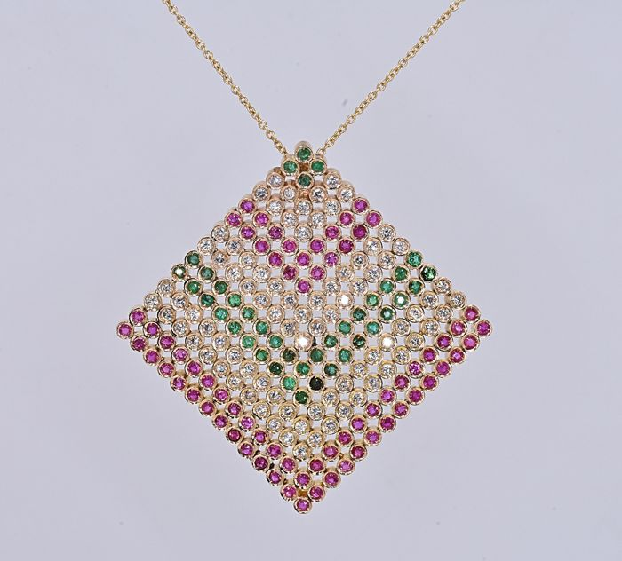 7.24 Ct Emeralds, Rubies and Diamonds necklace. 14kt gold, size 45 cm. No reserve price.