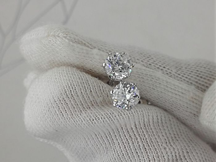 1.44 carat D/VS1 treated Diamond Stud Earrings in Solid White Gold 14k - No Reserve