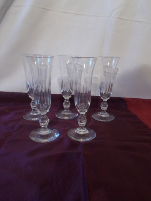 Baccarat. - Old champagne flutes, tulip shape, flat rib pattern. (5) - Crystal