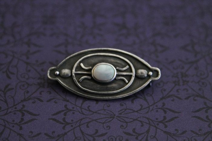 Stylish brooch made of 925/1000 silver with mother of pearl - Art Deco - no reserve price