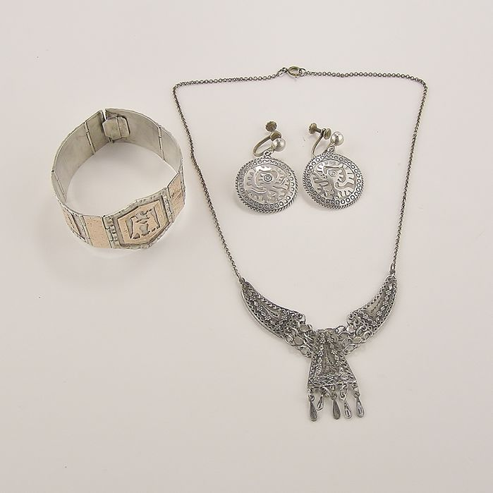 Antique jewellery set, silver, necklace, bracelet and earrings in beautiful, age-appropriate condition.
