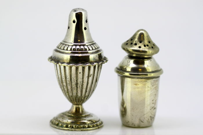 Pair of  salt and pepper shakers - Silverplate - U.K. - 1900-1949