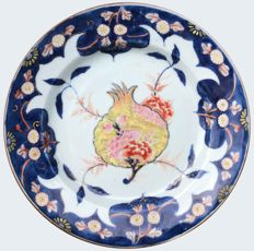 Famille rose plate decorated with a pomegranate - China - ca. 1730 (Yongzheng period)