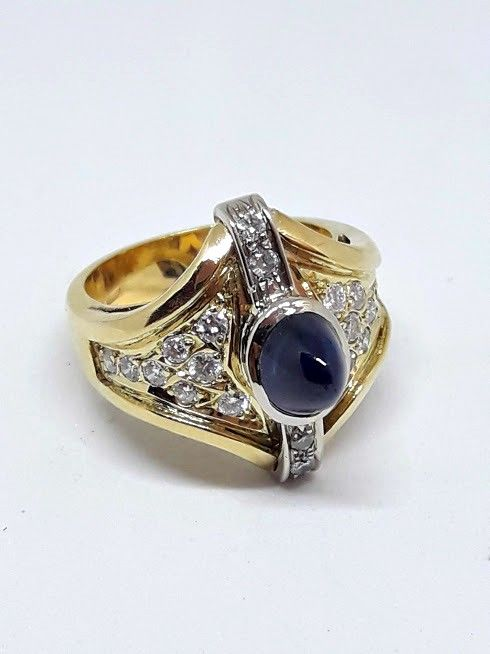Gold ring with 1.30 ct sapphire and diamonds totalling 0.75 ct - Ring diameter: 17.5 mm, O (UK), 7 (USA)