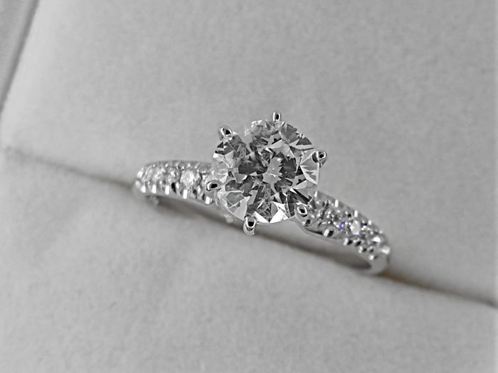 1.16 ct F/VS2 round treated diamond ring made of 14 kt white gold  - No Reserve