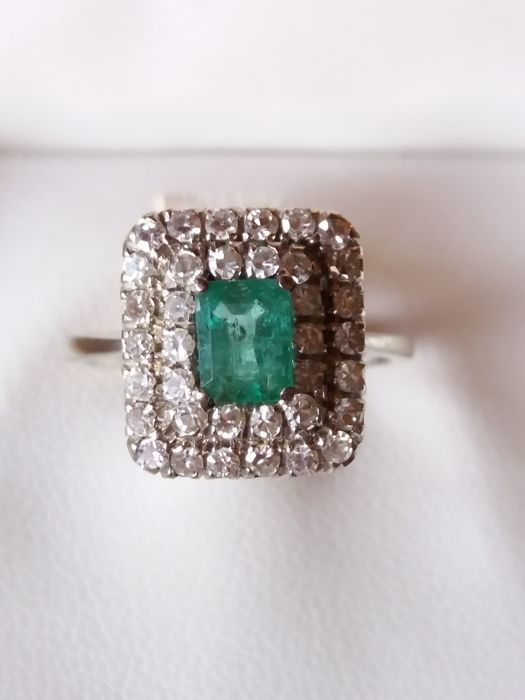 Ring - White gold - 0.75 ct - Emerald and Diamond