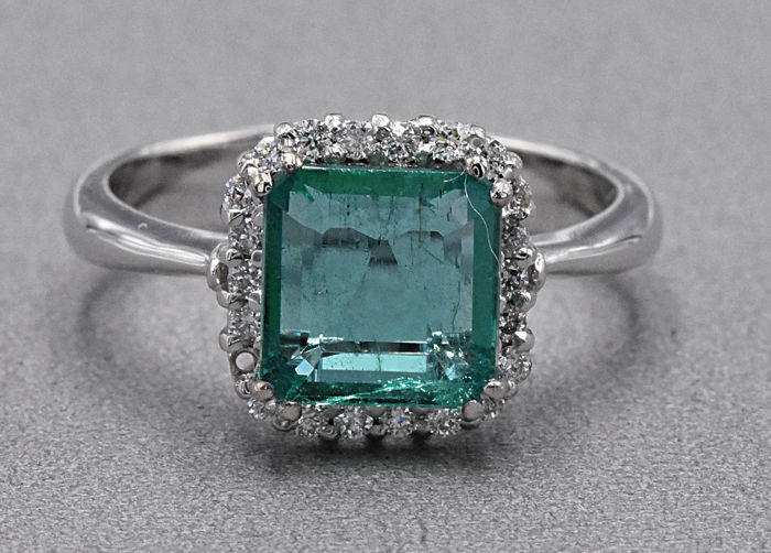 2.32 Ct Emerald with Diamonmds ring . 18kt white gold, size 15.5 adjustable. No reserve price.