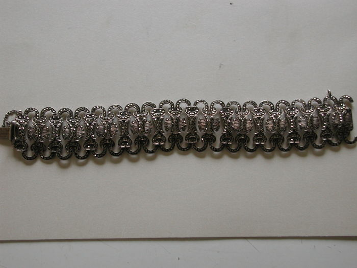 925. Antique silver bracelet with a lot of faceted marcasites
