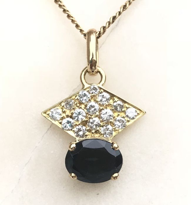 Delicious 18 kt gold pendant decorated with an Australian sapphire and H/VS diamonds (2.05 ct) - No reserve price