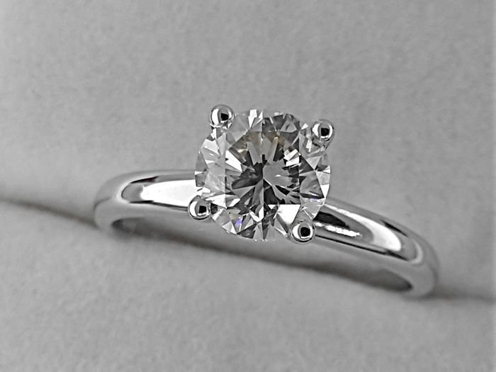 AIG 1.10 carat G/VVS2-VS1 Round treated Diamond Solitaire Engagement Ring in Solid White Gold 14K