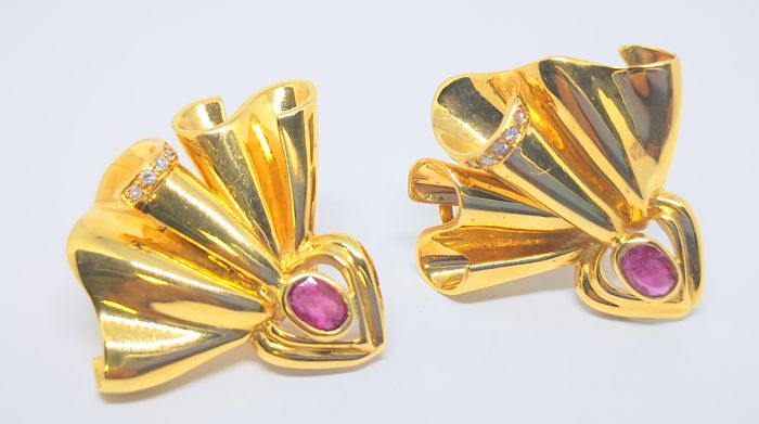 Earrings in yellow gold of 18 kt with two rubies and eight diamonds