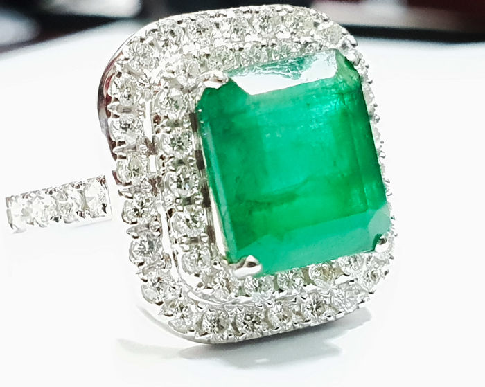 Full Antwerp Report - 4.25cts Colombian Emerald - IGI Certified - Large Emerald & Diamond Ring -