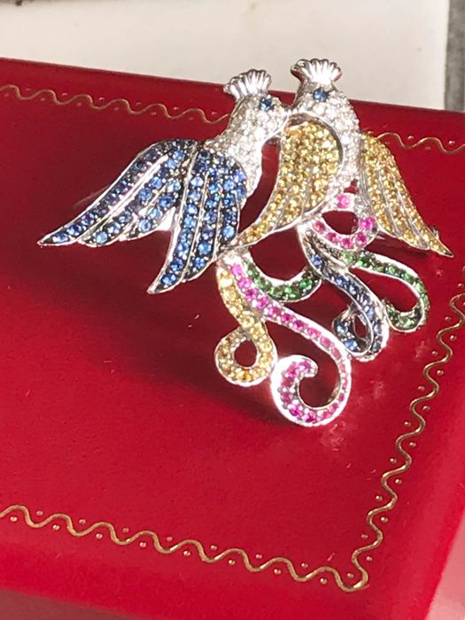 Very beautiful brooch/pendant in 18 kt white gold set with diamonds, sapphires, emeralds and rubies, 5.50 ct * no reserve price *