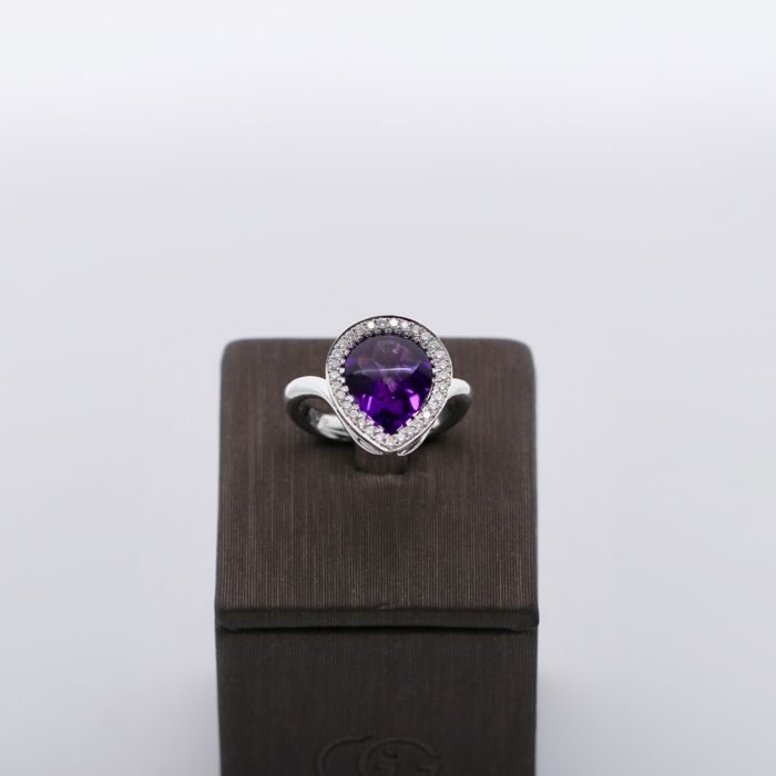 Jewel of 5.9 gr 18KT gold -Diamonds 0.25 CT - Centre stone 3.28 CT  Purple amethyst