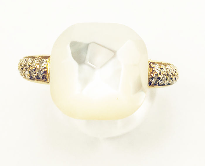 Ring in 18 kt yellow gold with mother of pearl and brilliant cut diamonds, Top Wesselton, VVS1