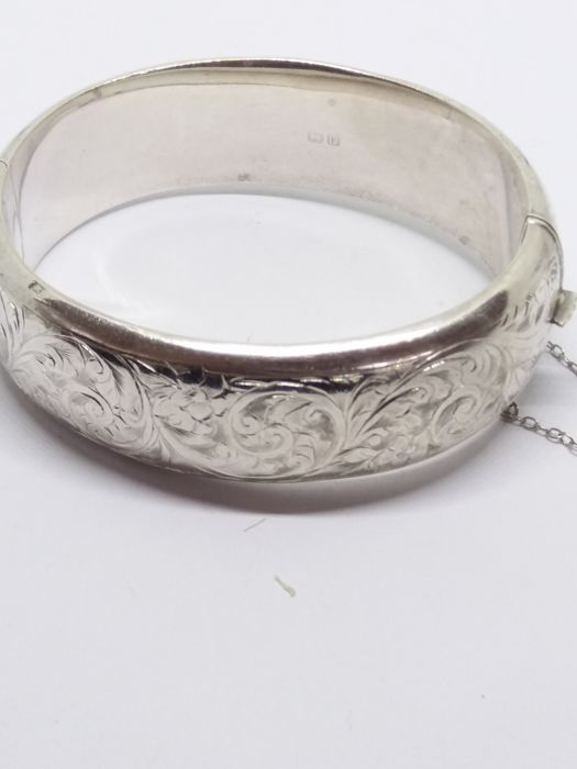 Fine Antique 1900-1940 feather engraved silver bracelet with safety chain.  no reserve