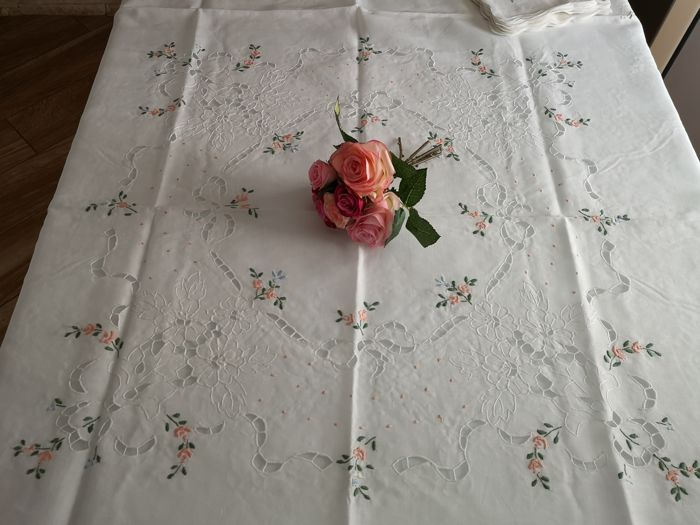 Pure linen round x8 tablecloth with carving embroidery - Linen - after 2000