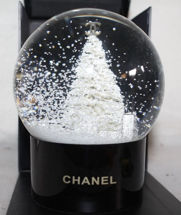 Chanel - Snow Globe - christmas - Glass