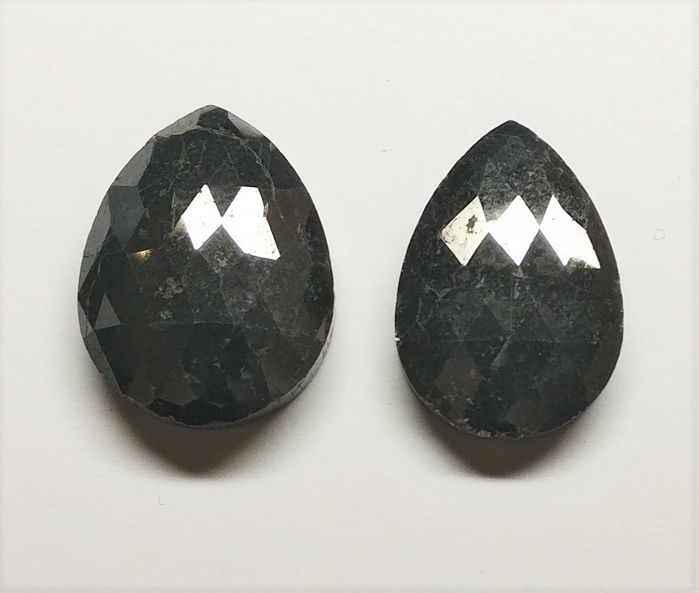 2 pcs Diamantes - 37.62 ct - Pera - fancy black - N/A