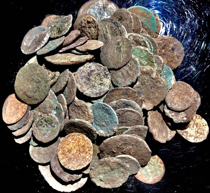 Empire romain - Large collection of 100 bronze coins, 1st - 4th. Century A.D. (100)
