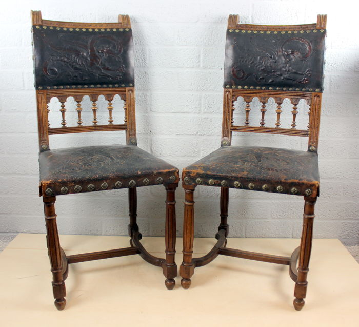 Antique chairs with modified leather and carving - Pair of 2 - mahogany  wood and leather - Antique Chairs With Modified Leather And Carving - Pair Of 2