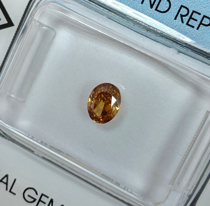Diamond - 0.41 ct - Oval - fancy deep orange - IGI Antwerp - No Reserve Price, SI2