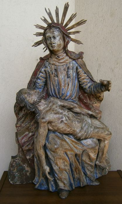 "Large polychrome statue of the ""Pietà"" - Wood - 17th century"