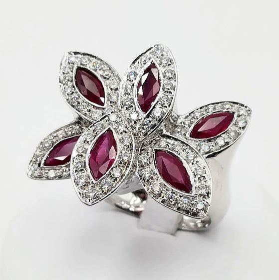 18 ct. Aur alb - Inel de model floral - 6.00 ct Rubin - Diamant