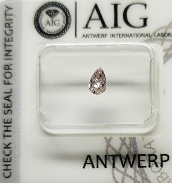 1 Diamant - 0.28 ct - Birne - Hell-Pink - I1